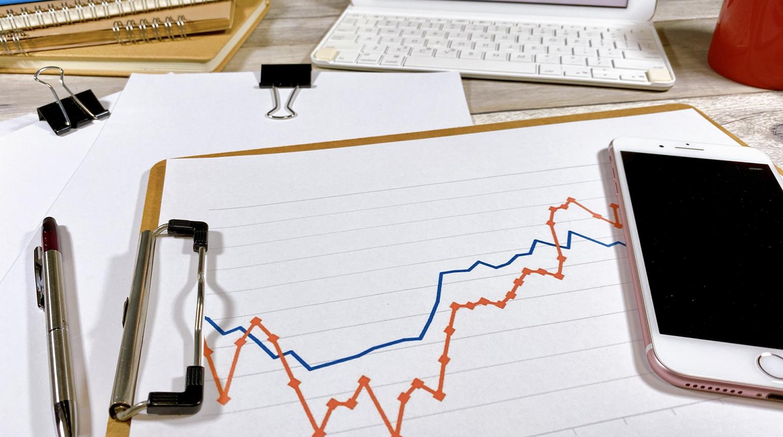 株価は需給のバランスと様々な要因によって変動する